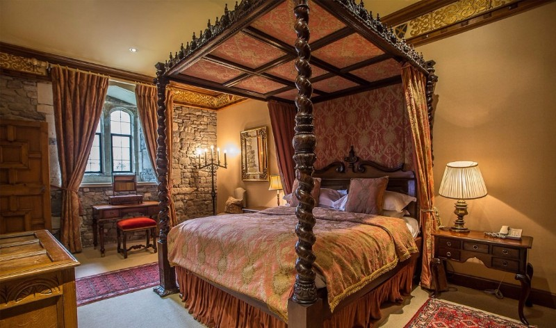 luxury-family-hotels-thornbury-castle-gloucestershire-stay-dukes-superior-suite-3