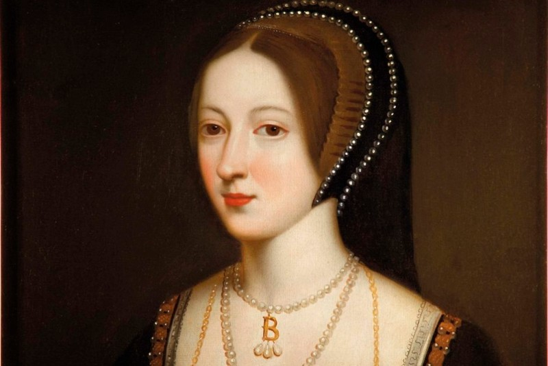 Anne-Boleyn-pic-in-bedroom-web-version-1020x681